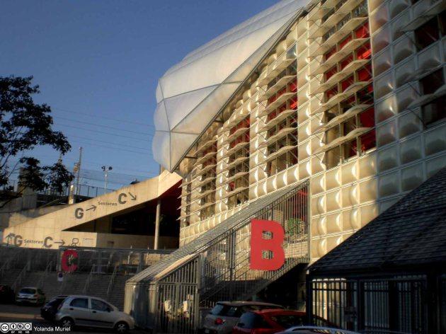 Stade de football, centre commercial, residénce du troisième âge