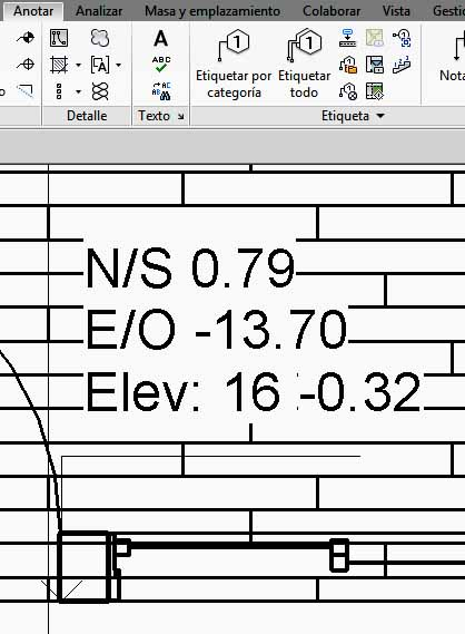 Cota de coordenadas de punto, incluyendo elevación