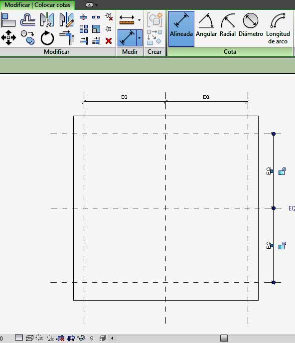 Acotación respecto eje central de hueco, con determinación de iguales dimensiones
